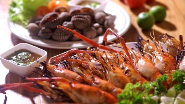 Fresh seafood with grilled shrimps and cockles.