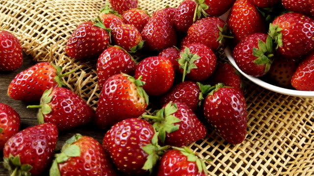 fresh strawberries on sack cloth - group of people filmów i materiałów b-roll