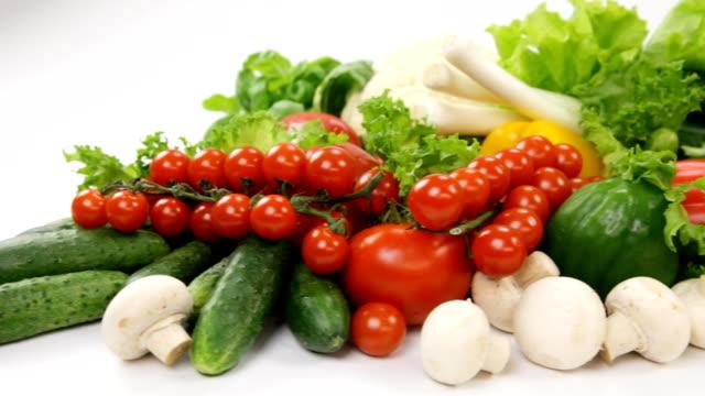 verdure fresche - aglio cipolla isolated video stock e b–roll
