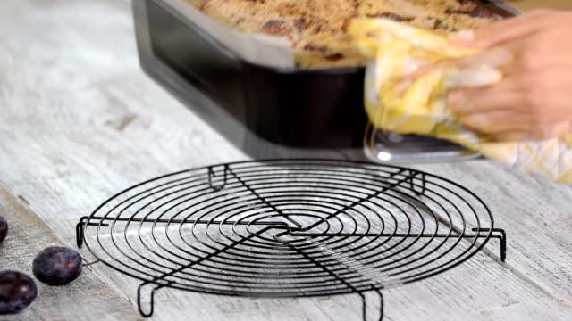 freshly baked plum pie with crumble on white background. - pieczony filmów i materiałów b-roll