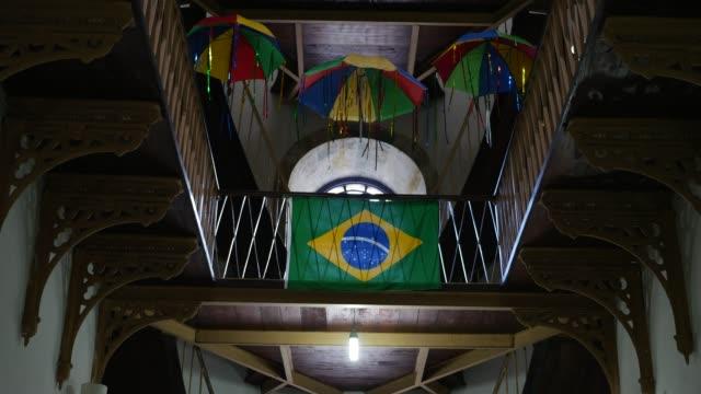 vídeos de stock, filmes e b-roll de guarda-chuva de frevo e a bandeira do brasil - nordeste