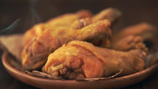 stekt kyckling - frying pan bildbanksvideor och videomaterial från bakom kulisserna