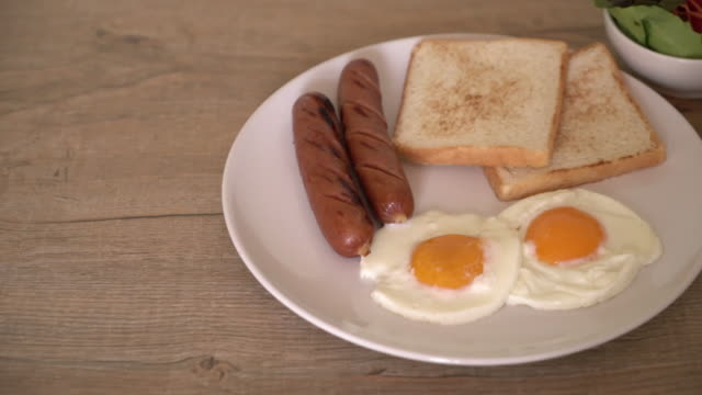 fried eggs with sausage and bread video