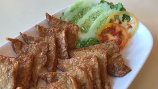 tofu frit poisson - Vidéo