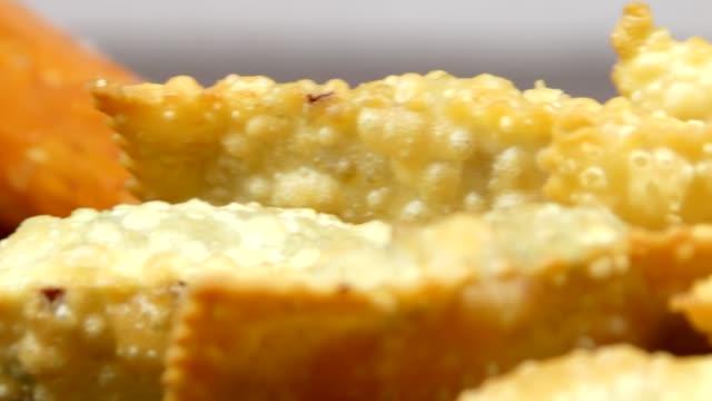 pasticcini fritti - antipasto video stock e b–roll
