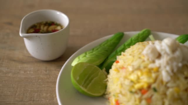 fried rice with crab video