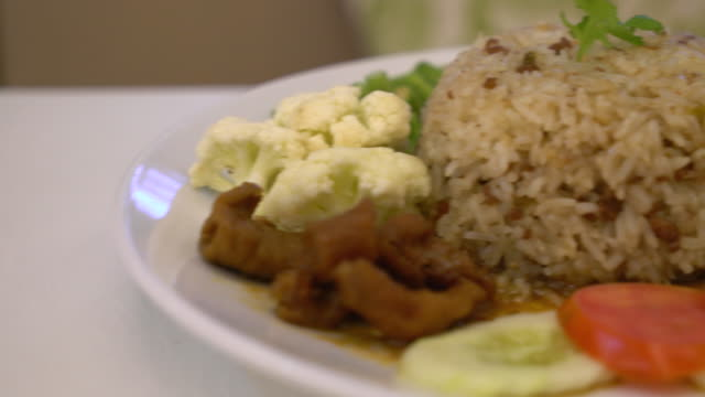 fried rice with shrimp paste sauce video