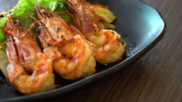 fried shrimps or prawns with salad video
