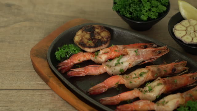 fried shrimps with garlic video