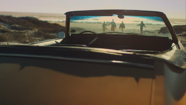 freunde, die am strand - spring break stock-videos und b-roll-filmmaterial