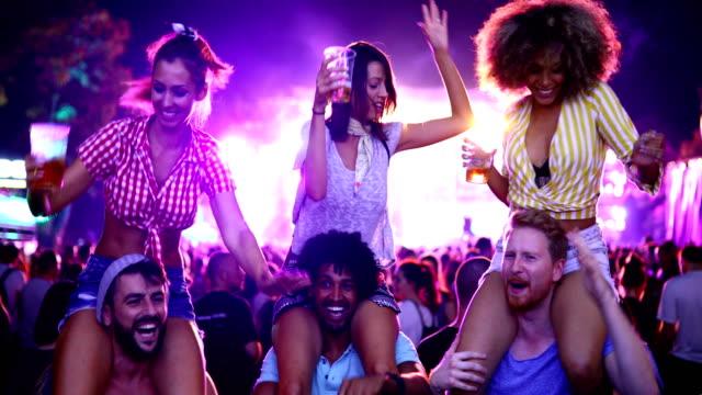 friends dancing at a concert. - секс символ стоковые видео и кадры b-roll