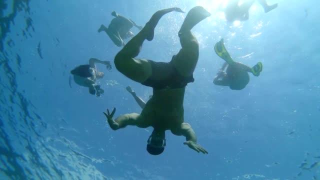 Freunde ein Wasserspaß genießen – Video