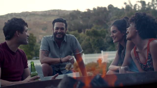 Amigos, uma festa no quintal - vídeo