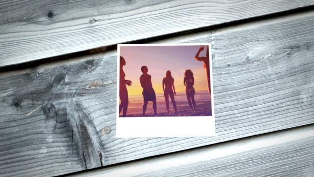 friends on the beach - 25 29 år bildbanksvideor och videomaterial från bakom kulisserna