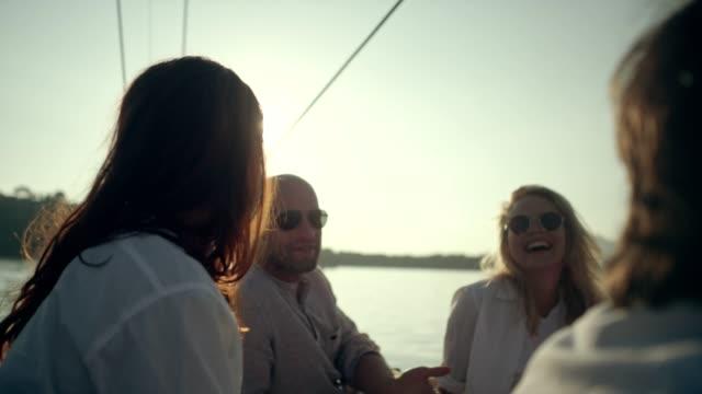 stockvideo's en b-roll-footage met vrienden op jacht - boat