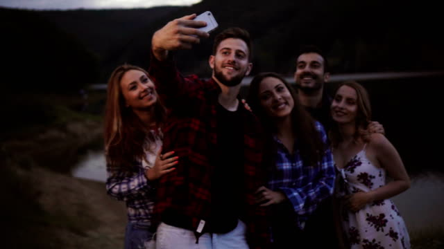 friends taking selfie on camping - 25 29 лет стоковые видео и кадры b-roll