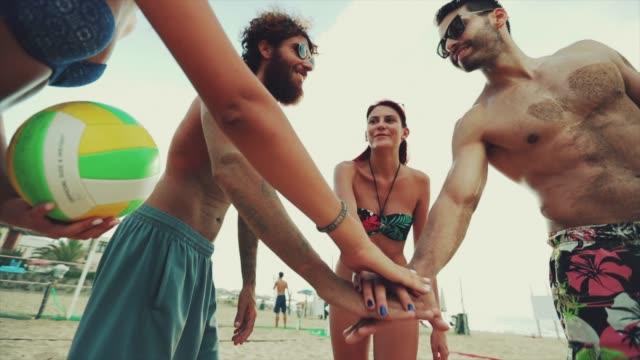 Freunde Team spielen Sport: Meer von Händen für die Einheit – Video