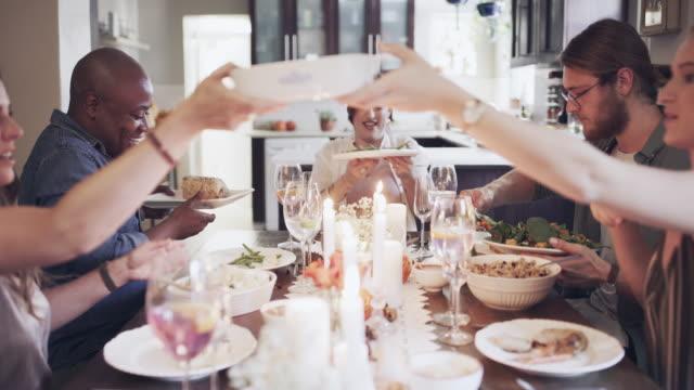 vidéos et rushes de amis, vin et bons moments - diner entre amis