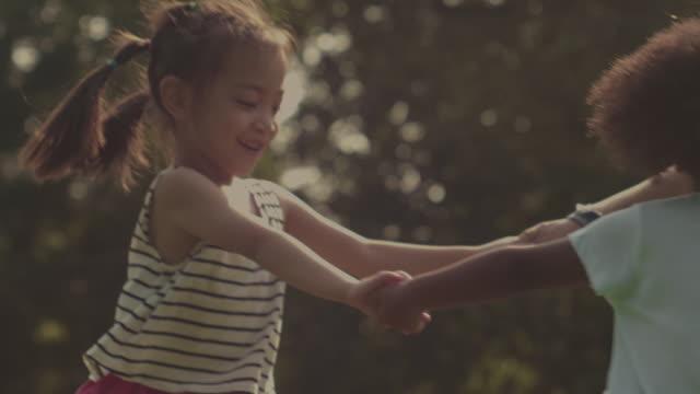 stockvideo's en b-roll-footage met vriendschap - love