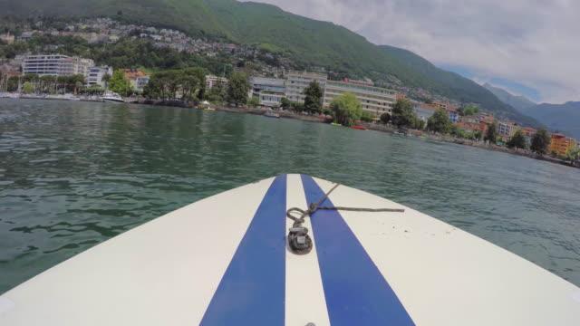 vídeos de stock e filmes b-roll de pov from boat deck, motoring on lake maggiore - lago maggiore
