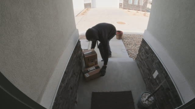 front porch security camera home front porch burglary - вор стоковые видео и кадры b-roll