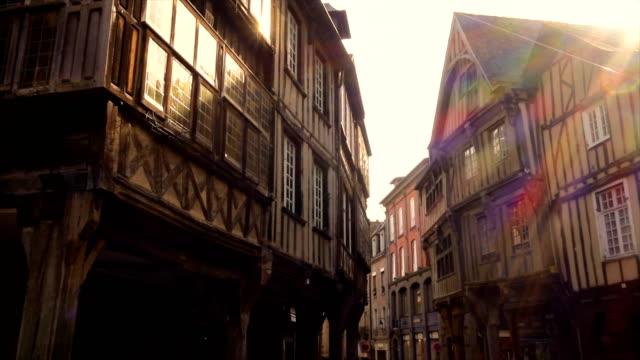 vidéos et rushes de vue de face de maisons colombage français - bretagne
