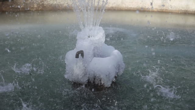 stockvideo's en b-roll-footage met frozen fountain - minder dan 10 seconden