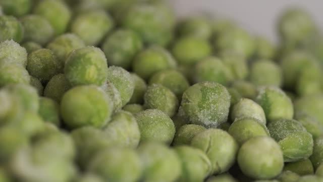 frozen green peas nutrition macro - замороженные продукты стоковые видео и кадры b-roll