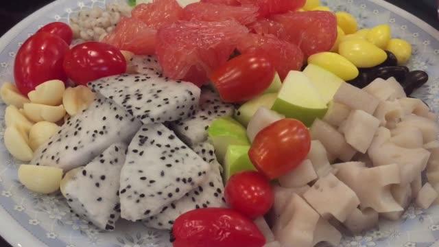 vídeos de stock, filmes e b-roll de salada de fruta - fruit salad