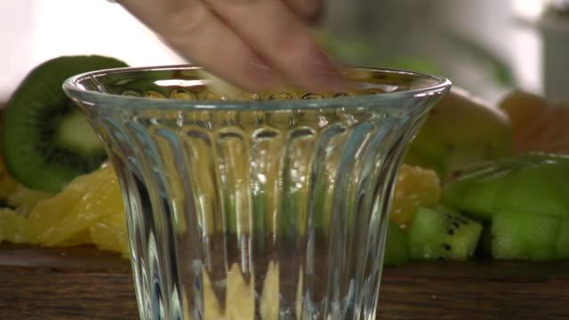 vídeos de stock, filmes e b-roll de frutas. - fruit salad