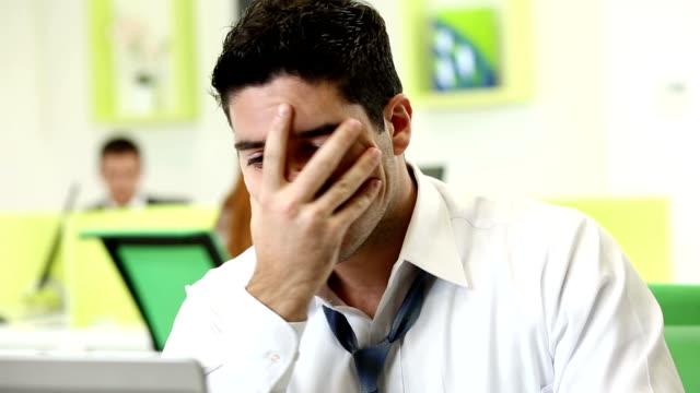 vídeos y material grabado en eventos de stock de frustrado ejecutivo - ejecutivo