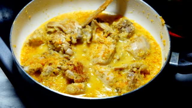 Frying pan chicken video