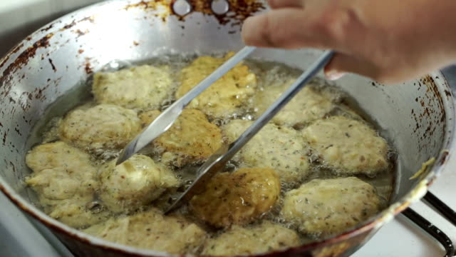 Frying vegatables with cheese video