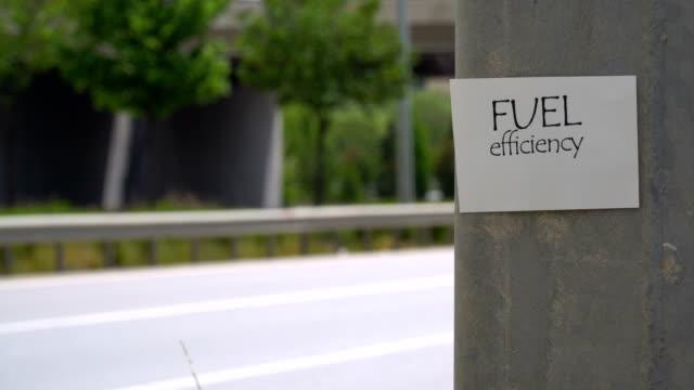kraftstoffeffizienz-zeichen - aufkleber stock-videos und b-roll-filmmaterial