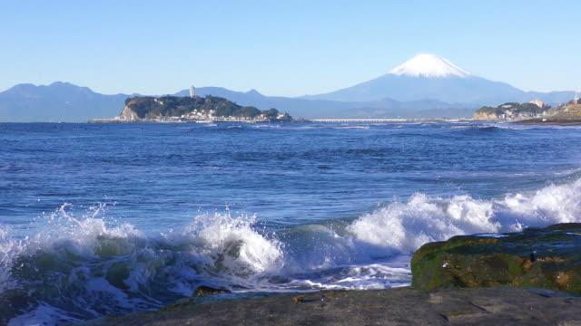 稲村ケ崎から江の島と富士 - 海岸点の映像素材/bロール