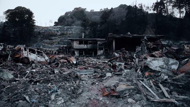 福島, 日本 - 03/11/2011 : 津波後に廃墟だけが残る都市を破壊 - 全壊点の映像素材/bロール