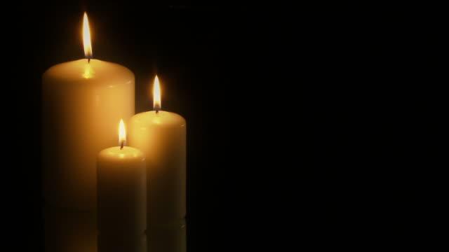 Full HD tres velas sobre fondo negro-PAL, 25fps - vídeo