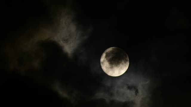 TIMELAPSE: Full moon among clouds video
