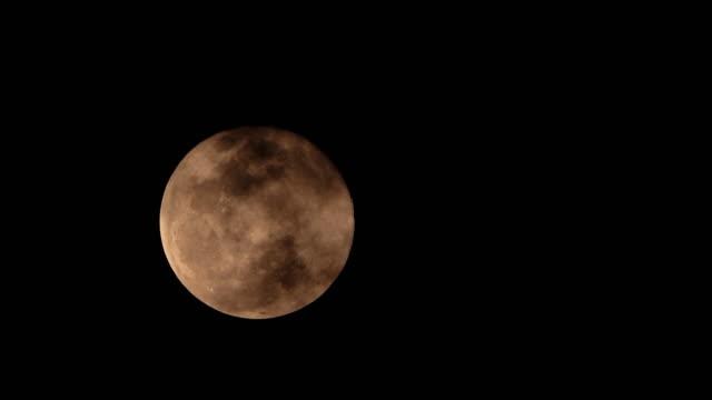 fullmåne och molnsege - ljus på grav bildbanksvideor och videomaterial från bakom kulisserna