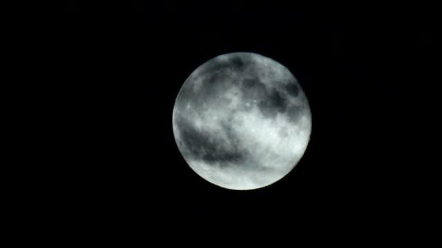 fullmåne bakom molnen - nightsky bildbanksvideor och videomaterial från bakom kulisserna