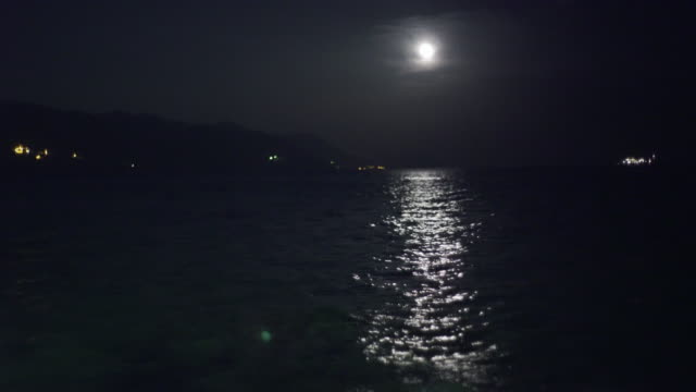 Mediterranen 海の上の満月 ビデオ