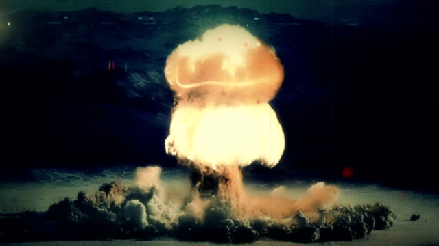 a full nuclear detonation - atomo video stock e b–roll