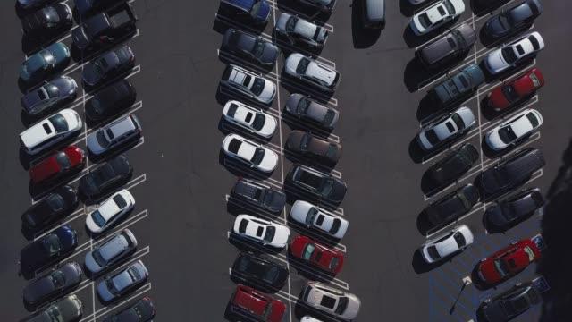 stockvideo's en b-roll-footage met volledig parkeerterrein - parking