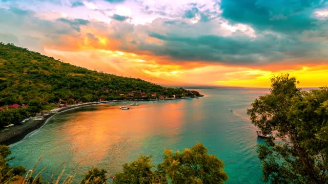 FullHD Timelapse. Sonnenuntergang am Strand mit Blick auf Vulkan Gunung Agung Jemeluk. 15. Juli 2015, Bali, Indonesien – Video