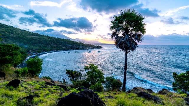 FullHD Timelapse. Sonnenuntergang fährt fort, die Nacht am Strand Jemeluk. 15. Juli 2015, Bali, Indonesien – Video