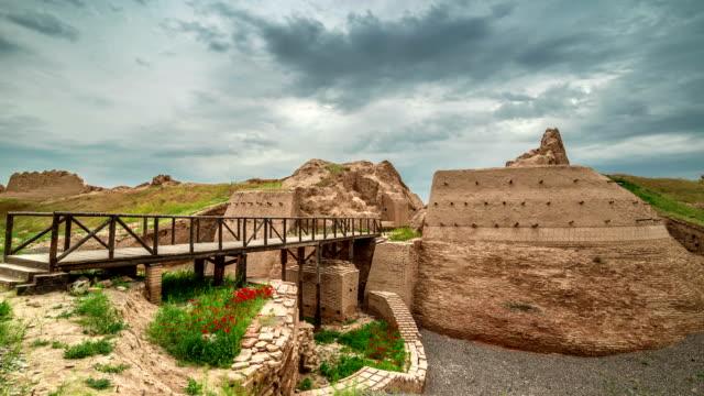 fullhd timelapse 유네스코 세계 유산 사이트 sauran, 카자흐스탄의 고 대 도시 - 성 건축물 스톡 비디오 및 b-롤 화면