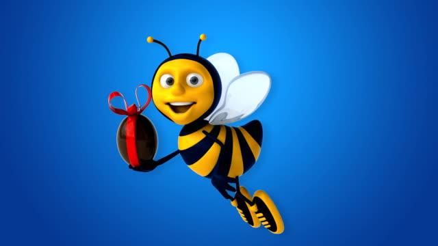 vídeos de stock, filmes e b-roll de diversão abelha - clip art