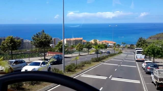 vídeos de stock e filmes b-roll de funchal madeira island portugal - travelling by bus - 1a - ilha da madeira