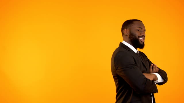 vídeos de stock e filmes b-roll de funny black guy in formalwear dancing, isolated on orange background, template - remote work