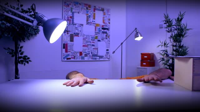 funny character working late - örtmek stok videoları ve detay görüntü çekimi